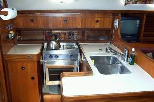 http://www.scancharter.com/wp-content/uploads/boats/9708_9708_first375pantry_1-8[1][1].jpg